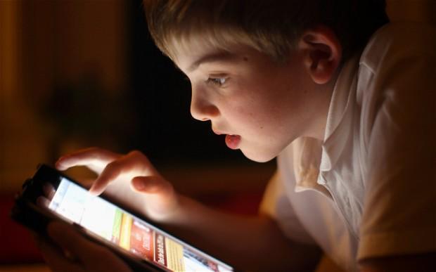 Crianças que ficam muito tempo no celular podem se tornar adultos  sedentários - Mednuclear